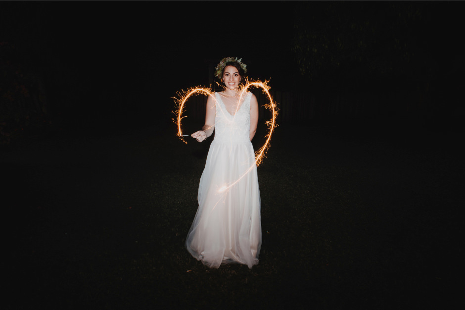 103-wedding-reception-sparklers